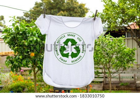 T shirt on washing line with circular economy textiles icon, make, use, reuse, swap, donate, recycle with eco clothes recycle icon sustainable fashion concept Photo stock ©