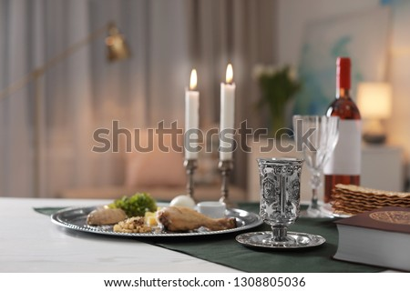 Table served for Passover (Pesach) Seder indoors, space for text Foto stock ©