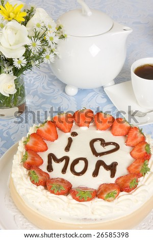 Table setting with a mother's day cake
