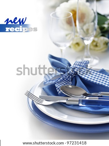 Table setting with blue dinner set