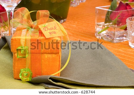 Table setting with gift