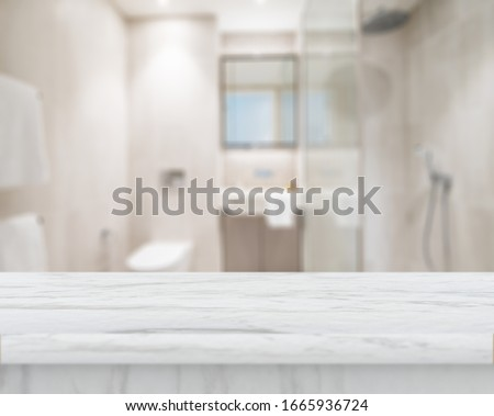 Table Top And Blur Bathroom Of The Background Foto stock ©