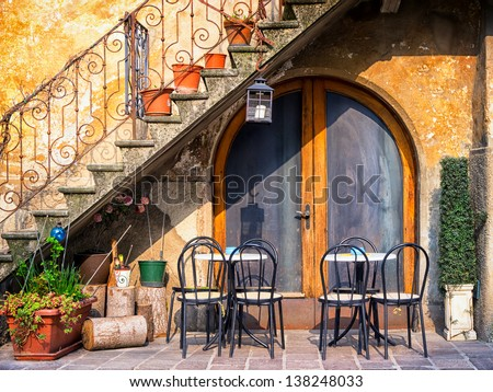 Attirant Tables And Chairs At A Bistro In Italy #138248033