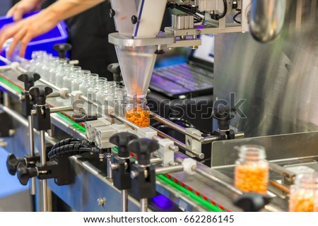 Tablet / Capsule counting machine conveyor in production line of pharmaceutical industry.