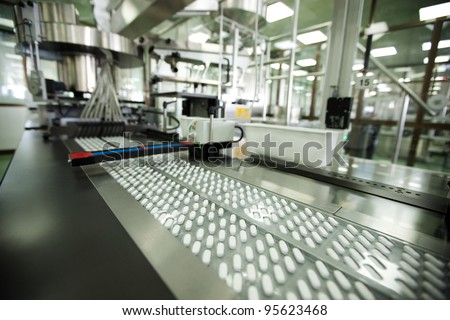 tablet packing machine in pharmaceutical company