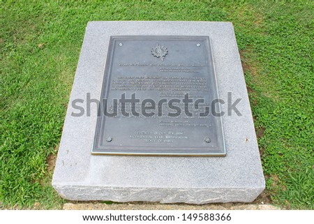 Tablet remembering the Bicentennial of the treaties of Paris and Versailles which secured the peace and established independence of the United States of America.