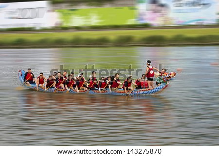 TAIPEI, TAIWAN-JUNE 9,2013:dragonboat teams racing during the 2013 Taipei Dragon Boat festival on JUNE 9,2013 in Taipei,Taiwan