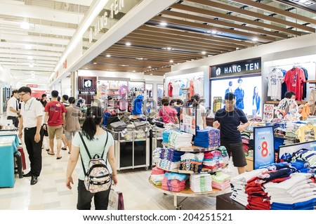 TAIPEI- TAIWAN, 14 June 2014: Taiwan has many large department stores, a lot of people will come to this holiday shopping to buy things to spend a day off, 14 June 2014 in Taipei, Taiwan