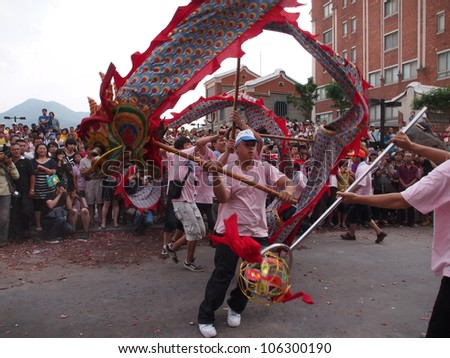 TAIPEI,TAIWAN- JUNE 24:The dragon dance in  Culture and Art Festival of Tamsui Shing Shuei Yan on June 24,2012 in Taipei,Taiwan. The fair held annually for honor of the Ching-Shui Master.