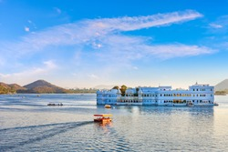 Taj Lake Palace on lake Pichola in Udaipur, Rajasthan, India.