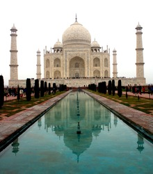 Taj, symbol of love, wonders of the world, India iconic architectural marvel, monument from Mughal empire era built in memory of Mumtaz by Shajahan