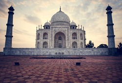 Tajmahal 1 wonder into 7 wonders in agra from india