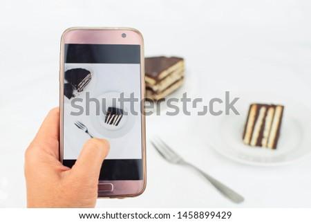 take a photo of chocolate cake by smartphone
