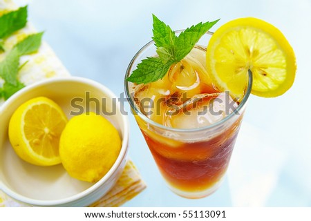 tall glass of iced tea with lemon and fresh mint