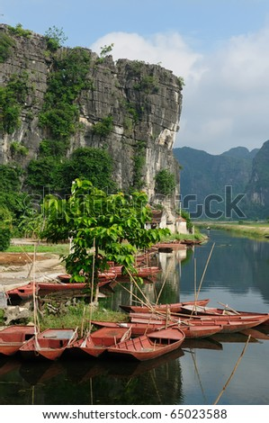 Tam Coc Natioanl Park, Karst formation in the water, Most spectacular scenery in Vietnam's