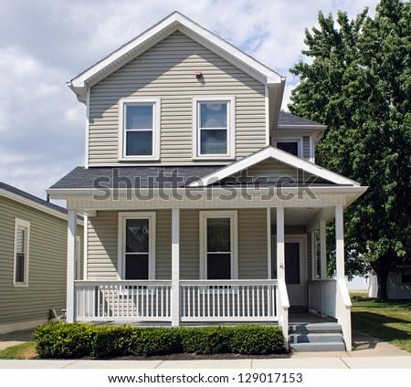 Tan House With Porch Imagen De Archivo Stock 129017153