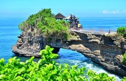 Tanah Lot, Batu Bolong, Bali, Indonesia epic scene