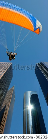Tandem parachute landing in Los Angeles downtown