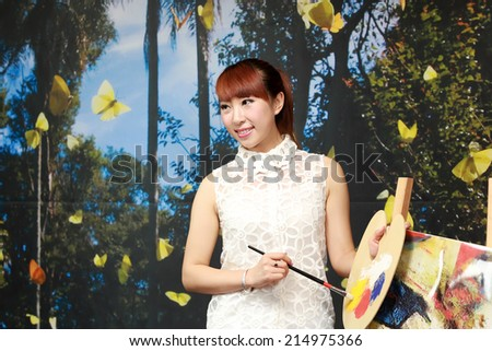 TANGSHAN CITY - AUGUST 22: Painting model in a commercial activity in a shop, on august 22, 2014, Tangshan City, Hebei Province, China