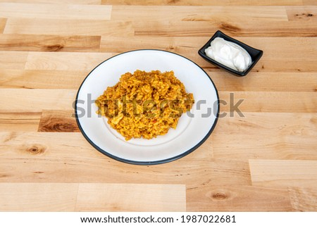 Tapa of arroz a banda with seafood and squid sauce and aioli on oak wood table Foto stock ©