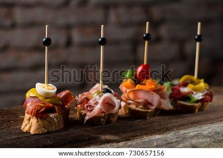 Tapas on Crusty Bread - Selection of Spanish tapas served on a sliced baguette. Foto stock ©