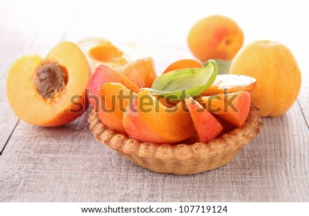 tart with fresh apricots