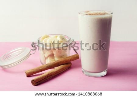 Tasty banana smothie or milkshake with cinnamon on pink  background Foto stock ©
