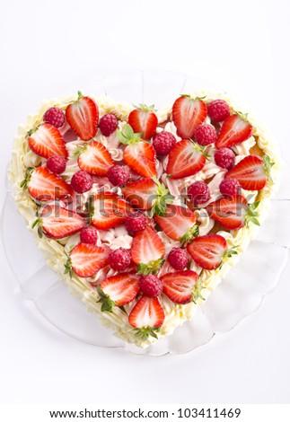 tasty erdbeer cream cake
