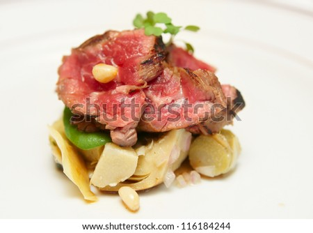 Tataki style fried beef with artichokes, close-up