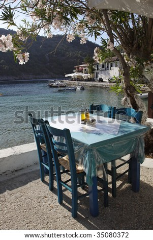 taverna's table and chairs