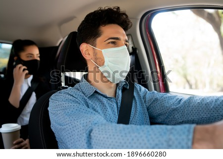 Taxi driver with passenger at back seat. Foto stock ©