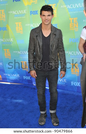 Taylor Lautner arrives at the 2011 Teen Choice Awards at the Gibson Amphitheatre, Universal Studios, Hollywood. August 7, 2011  Los Angeles, CA Picture: Paul Smith / Featureflash