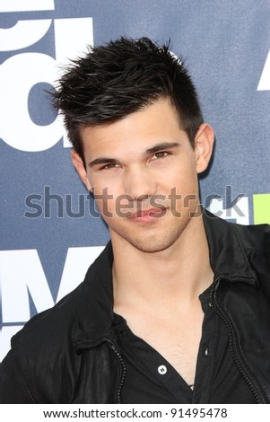 Taylor Lautner at the 2011 MTV Movie Awards Arrivals, Gibson Amphitheatre, Universal City, CA. 06-05-11