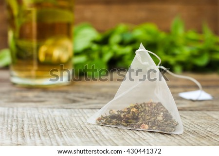 Tea bag on background of mint and and cup  Foto stock ©