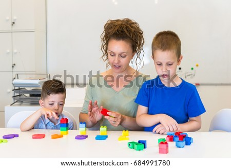 teacher woman learn two preschooler boy to count