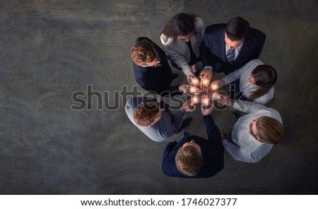 Teamwork and brainstorming concept with businessmen that share an idea with a lamp. Concept of startup Photo stock ©