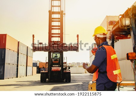 Teamwork, control workers work on cranes, loading intermediate container boxes, ordering trucks, moving containers to keep organized, transport, import and export, cargo freight logistics. Zdjęcia stock ©