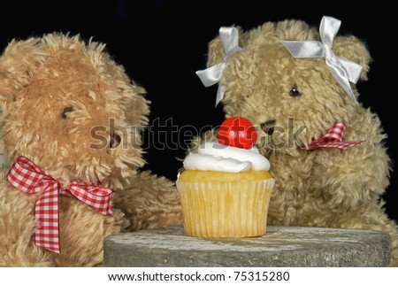 teddy bears with cupcake