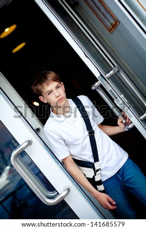Teen opens door of cafe