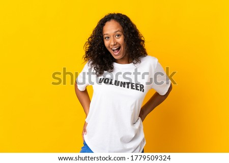 Teenager cuban volunteer girl isolated on yellow background with surprise facial expression Foto stock ©