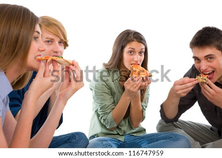 teenagers eating pizza