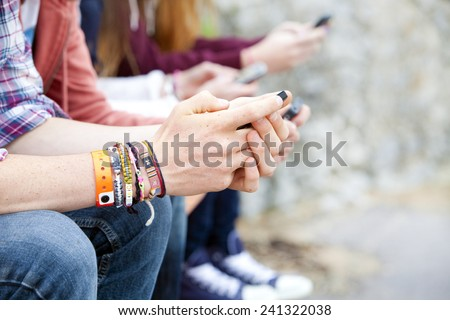 teenagers text messaging