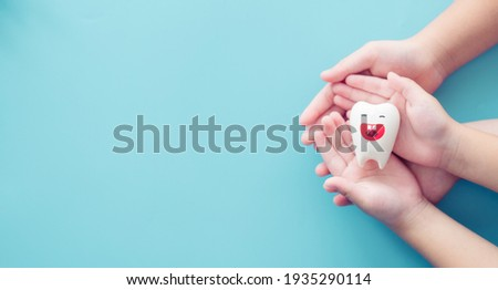 Teeth smile on children hands.Clean treatment Enamel.Dental care clinic banner background.kid dental.cavity check. invisalign, Oral health, Repair, removal.kid child dentistry.fluoride, toothpaste Foto stock ©