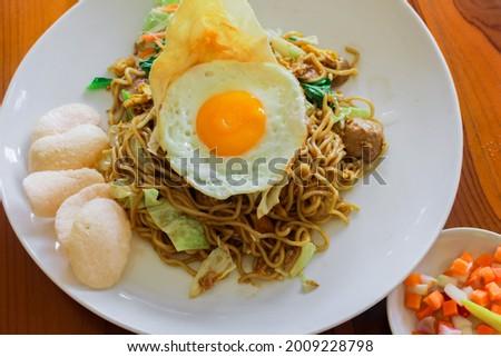 Tek tek fried noodles. Served with egg and sambal matah Stok fotoğraf ©
