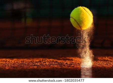 Tennis point. Tennis ball hitting the line for a point. Foto d'archivio ©