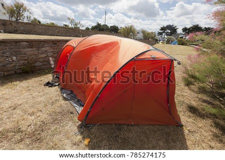 Tent on terraced campground - Saint-Malo, France