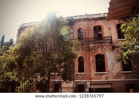Terkedilmiş bina (the deserted building) Stok fotoğraf ©