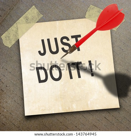 text top target on short note paper and red dart on the packing paper box texture background