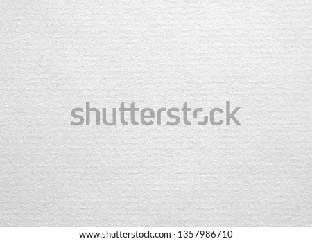 Texture of the surface of the white sheet of ancient laid paper. Laid paper is a type of paper having a ribbed texture imparted by the manufacturing process Stockfoto ©