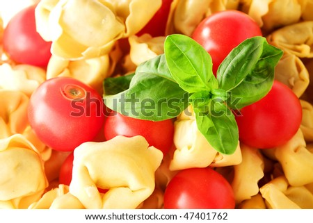 Texture of tortellini Pasta with tomatoes and basil